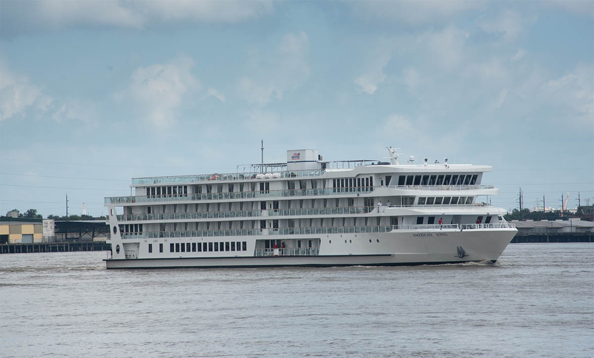 First Modern Riverboat In The U S Sets Sail From New